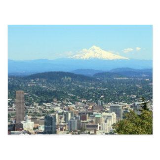 ポートランド、オレゴン都市眺め、山のフードの背景 葉書き