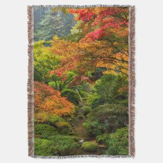 ポートランド、オレゴン2の秋の日本のな庭 スローブランケット