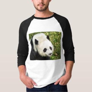 ポートレートの上のジャイアントパンダの終わり Tシャツ