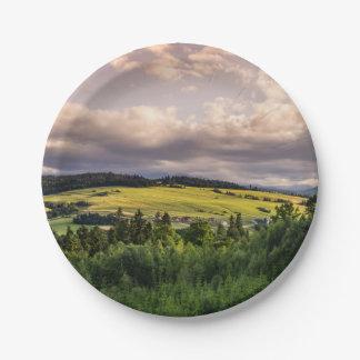 ポーランドの自然の日没の丘の景色 ペーパープレート