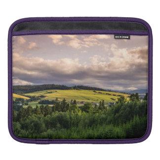 ポーランドの自然の日没の丘の景色 iPadスリーブ