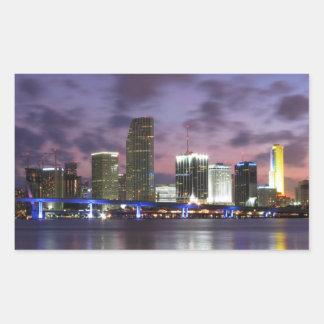 マイアミの夕べのスカイラインのステッカー 長方形シール