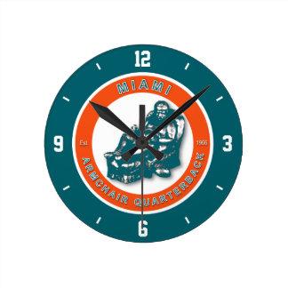 マイアミの肘掛け椅子のクォーターバックのフットボールの柱時計 ラウンド壁時計