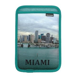 マイアミフロリダのスカイラインの写真の景色 iPad MINIスリーブ