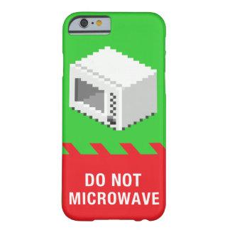 マイクロウェーブ(緑)は BARELY THERE iPhone 6 ケース