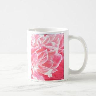 マクロピンクの花の花びらのマグ コーヒーマグカップ