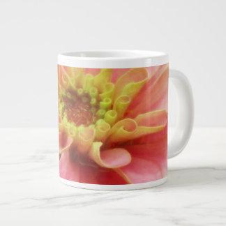マクロ《植物》百日草の花 ジャンボコーヒーマグカップ
