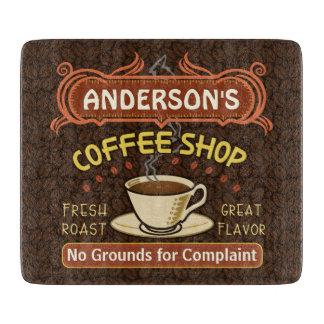 マグが付いている喫茶店はあなた自身の名前入り作成します カッティングボード