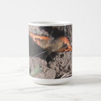 マグの毛深い蝶土のあさること コーヒーマグカップ