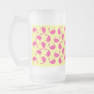 マグの~のレトロの倒れかけたピンクのフラミンゴの水玉模様 フロストグラスビールジョッキ