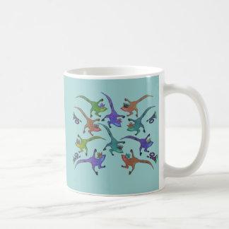 マグを跳躍させているトカゲ コーヒーマグカップ