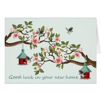 マグノリアの鳥そして鳥の家が付いている新しい家 グリーティングカード