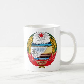 マグ北朝鮮の紋章付き外衣 コーヒーマグカップ