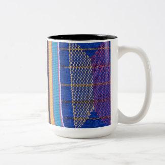 マグ、アフリカの織物のデザイン# 1 ツートーンマグカップ