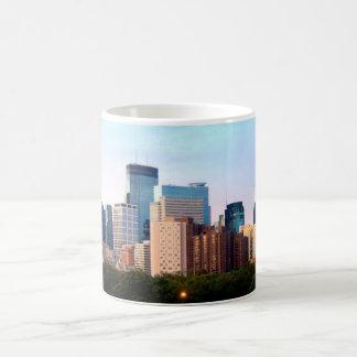 マグ: ミネアポリス、ミネソタのスカイライン- 3/4TH WRAP_ コーヒーマグカップ