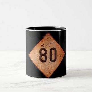 マグ: ヴィンテージの鉄道80速度の列車の印 ツートーンマグカップ