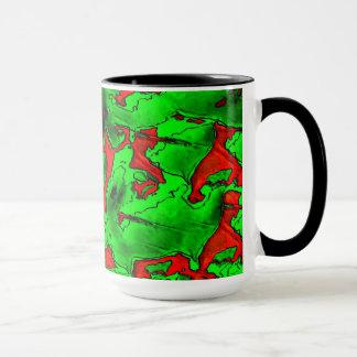 マグ。 緑および赤い金属mis形 マグカップ