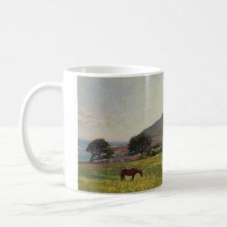 マグ- Porlockの谷を牧草を食べること コーヒーマグカップ