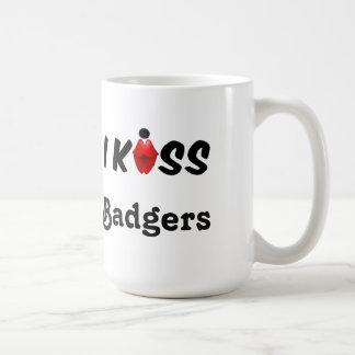 マグIのキスのアナグマ コーヒーマグカップ