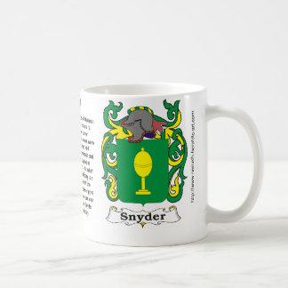 マグSnyder家族の紋章付き外衣 コーヒーマグカップ