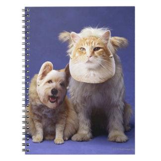 マスクを持つ猫そして犬 ノートブック