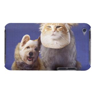 マスクを持つ猫そして犬 Case-Mate iPod TOUCH ケース