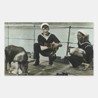 マスコットのヴィンテージWWIIの船員のオンドリのブタ 長方形シール