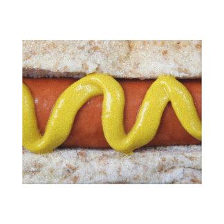 マスタードの写真を持つおいしいホットドッグ キャンバスプリント