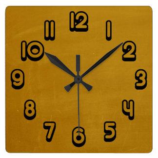 マスタードの黄色いレトロのグランジな傷付けられた質 スクエア壁時計