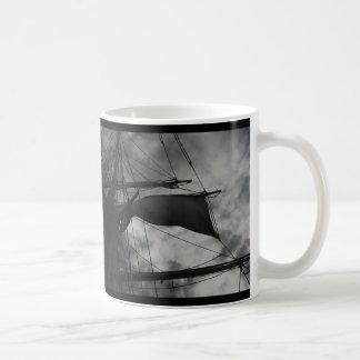 マストの嵐 コーヒーマグカップ