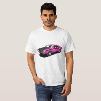 マゼンタのショッキングピンクの挑戦者クラシックな車のTシャツ Tシャツ