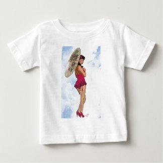 マゼンタのパラソルを持つブルネット ベビーTシャツ