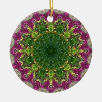 マゼンタの花の円の曼荼羅 陶器製丸型オーナメント