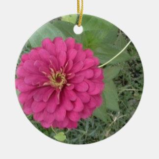 マゼンタの《植物》百日草の花 陶器製丸型オーナメント