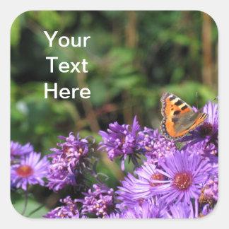 マダラチョウおよび紫色の花 スクエアシール