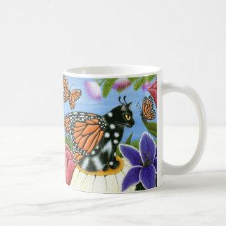 マダラチョウ妖精猫のファンタジーの芸術のマグ コーヒーマグカップ