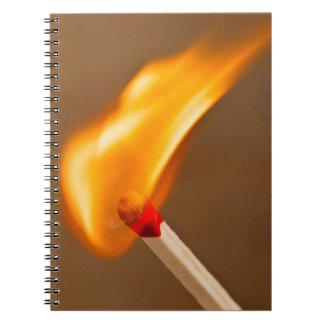 マッチの伝染性の火 ノートブック