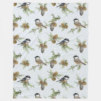 マツ円錐形および鳥のクリスマスパターン フリースブランケット