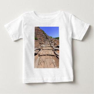 マデイラの山の上で導くハイキングコース ベビーTシャツ