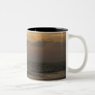 マデイラの日没のマグ ツートーンマグカップ