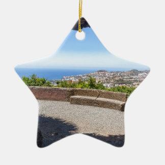 マデイラの海そして村の展望に洞窟を作って下さい セラミックオーナメント