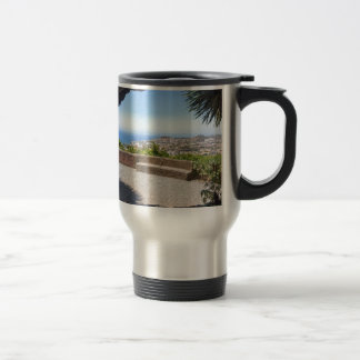 マデイラの海そして村の展望に洞窟を作って下さい トラベルマグ