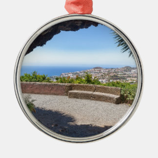 マデイラの海そして村の展望に洞窟を作って下さい メタルオーナメント