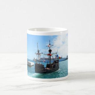 マデイラの海賊ボート コーヒーマグカップ