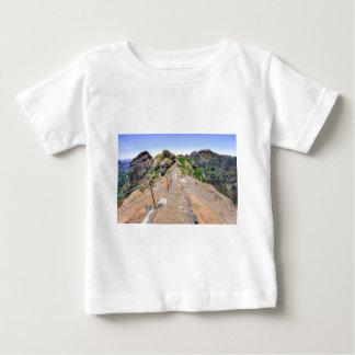 マデイラポルトガルの山のハイキングコース ベビーTシャツ
