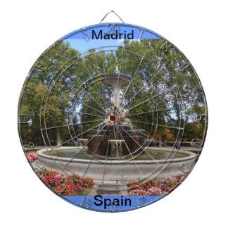 マドリード、スペインのの庭投げ矢板 ダーツボード