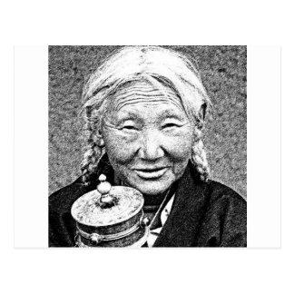マニ車を持つチベットの女性 ポストカード