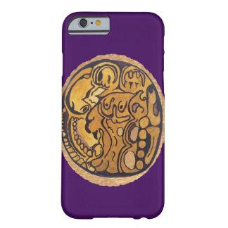 マヤのジャガーの硬貨の暗い紫色 BARELY THERE iPhone 6 ケース