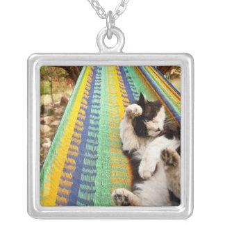 マヤのメキシコハンモックにあっている猫 シルバープレートネックレス