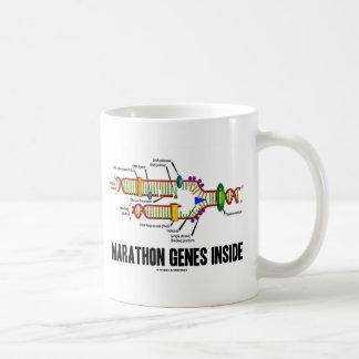 マラソンの遺伝子の内部(DNAの写し) コーヒーマグカップ